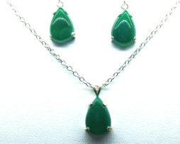 3022a Green Jade Sterling Earrings & Pendant