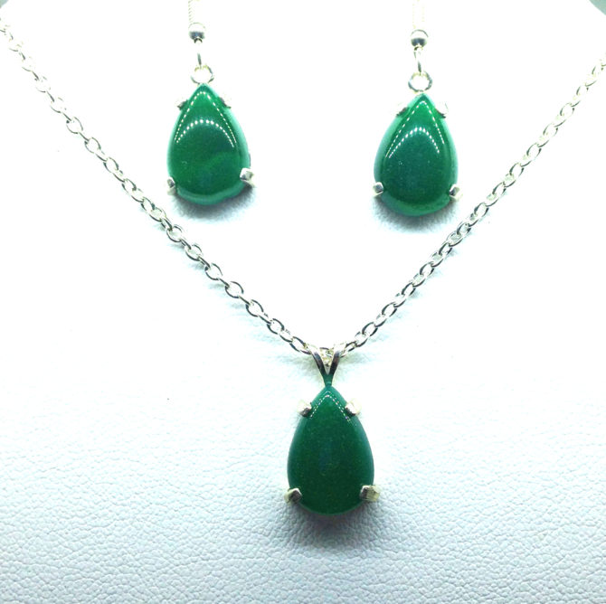 3022a Green Jade Sterling Earrings & Pendant