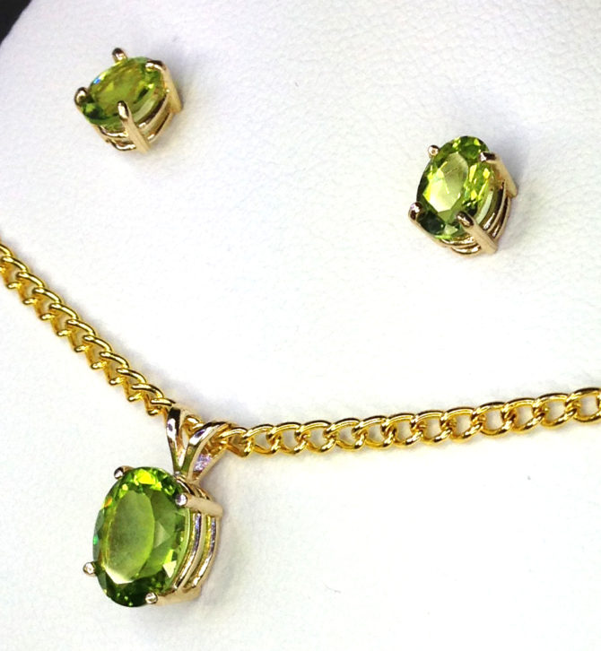 3017c Peridot Oval Gold Pendant & Earrings