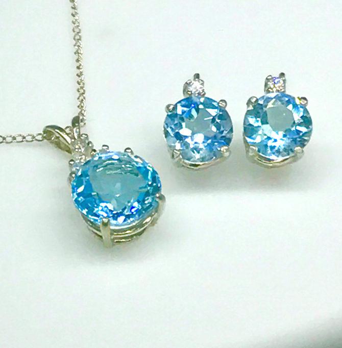 3019e Sky Blue Topaz Pendant & Earring set