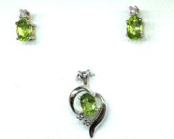 3024a Peridot Oval Diamond Accents White Gold Pendant & Earrings