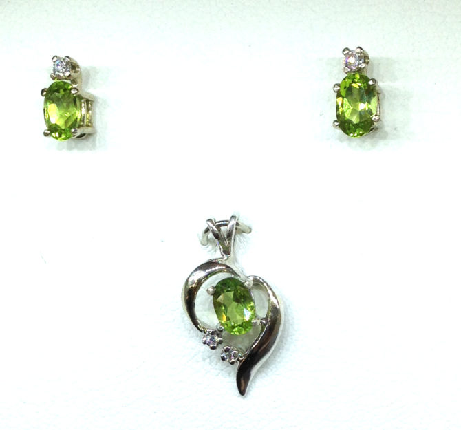 3024a Peridot Oval Diamond Accents White Gold Pendant & Earrings