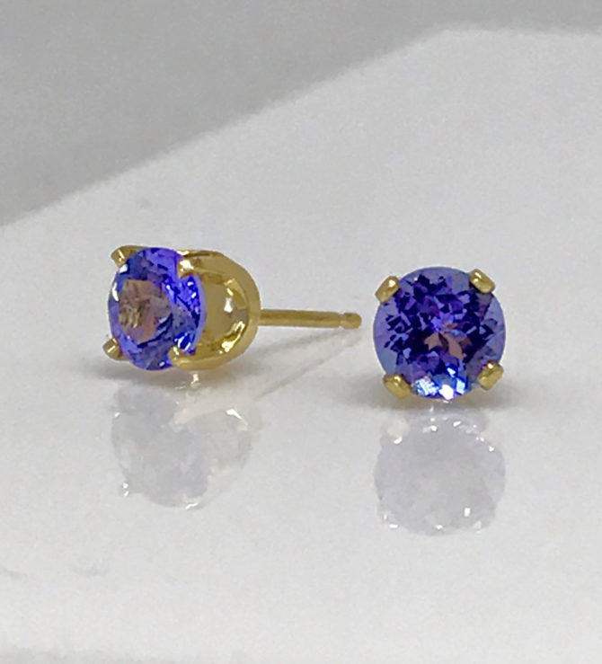 4098e Tanzanite gems in 18kt Yellow Gold earrings