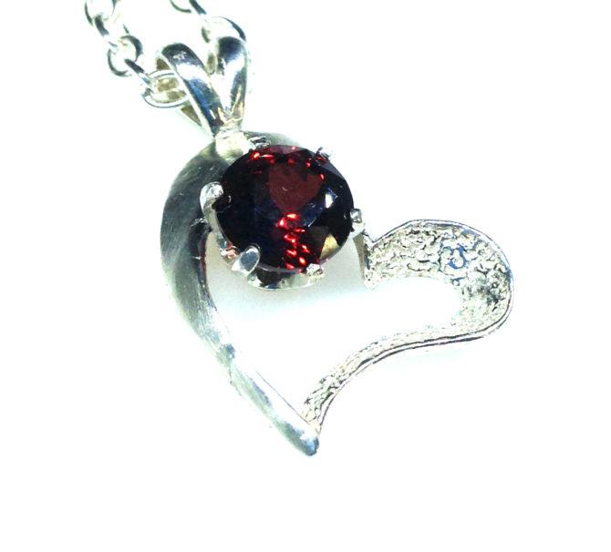 5242b Garnet Sterling Heart Pendant