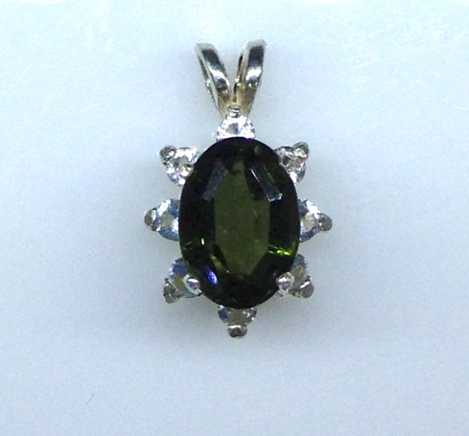 5265c Green Tourmaline Oval Accents Sterling Pendant