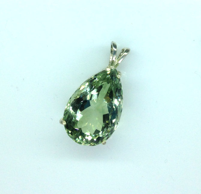 5314c Mint Green Quartz 11x16 Pear Sterling Pendant