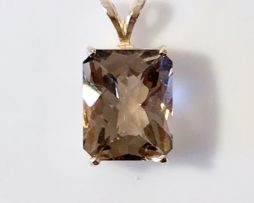 5431 Smoky Quartz CO 14x10 Rectangle Y Gold Pendant