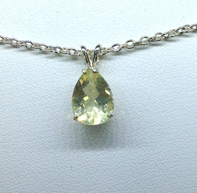 5257b Yellow Labradorite Sterling Silver Pendant