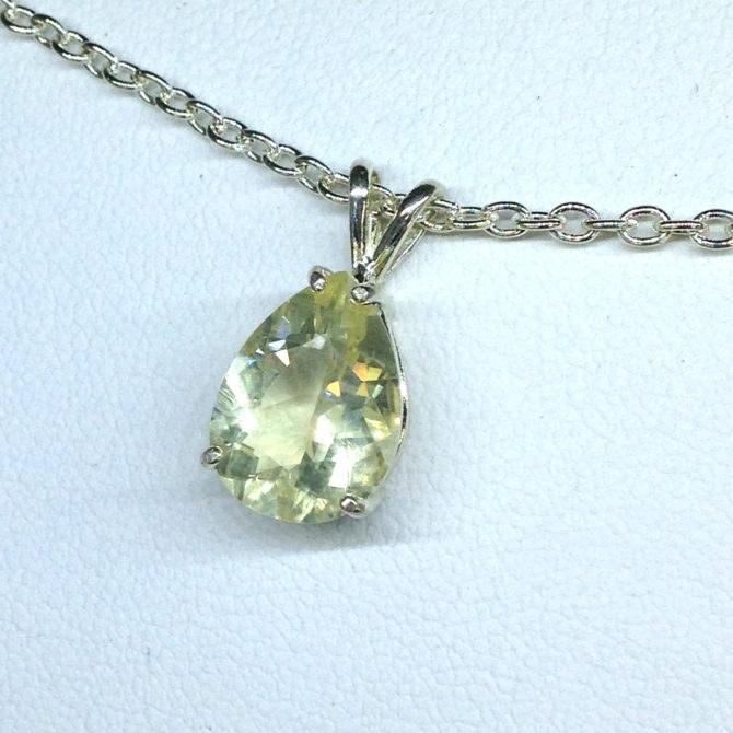 5257e Yellow Labradorite Sterling Silver Pendant