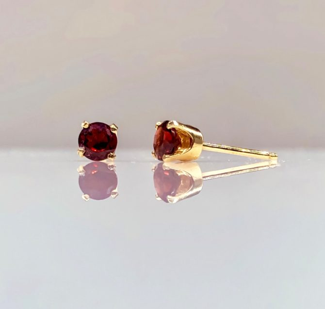 4259 Garnet Yellow Gold Earrings