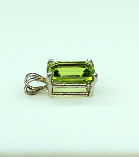 5183d Peridot Rectangle Sterling Pendant