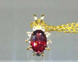 5304a Rhodolite Garnet 9x7 Oval Yellow Gold Pendant